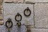 Inmortalice aquí su amor. Plazas limitadas (Ignacio M. Jiménez) Tags: aros hierro candados pared wall hoops padlocks iron metal ignaciomjiménez toledo castillalamancha españa spain