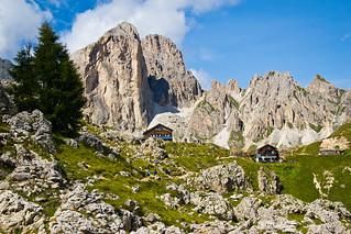 Approaching the Roda di Vaèl hut