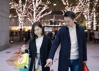 Young wife and husband  shopping in marunouchi