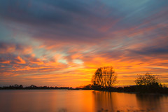 Sonnenuntergang an der Elbe (PhotoChampions) Tags: sunset clouds wolken elbe orange blue water river schleswighostein sky
