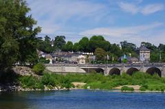 1231 Val de Loire en Août 2017 - Tours, au bord de la Loire au Pont Wilson (paspog) Tags: tours france loire valdeloire river rivière fleuve fluss wasser water eau pontwilson pont bridge brücke
