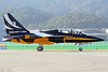 "Republic of Korea Air Force Black Eagles KAI T-50B ""Golden Eagle"" 10-0053 SSN 17-10-17 (Axel J. ✈ Aviation Photography) Tags: republicofkoreaairforce kai t50 goldeneagle 100053 ssn sinchonriairbase seouladex2017 seoul seongnam flugzeug luftfahrt fluggesellschaft flughafen flugplatz aircraft aeroplane aviation airline airport airfield 飞机 vliegtuig 飛機 飛行機 비행기 самолет avião luchthaven luchtvaart avion aeropuerto aviación aviação aviones jet linienflugzeug vorfeld apron taxiway rollweg runway startbahn landebahn outdoor planespotter planespotting spotter spotting fracht cargo military militaer fighter kampfflugzeug blackeagles 공군 airforce forcaaerea armeedel´air aviaciónmilitar ejércitodelaire"