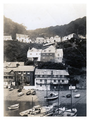 VINTAGE  CLOVELLY (3) (JOHN MORGANs OLD PHOTOS.) Tags: vintage found white exibition the unusual uniform unknown up unique interesting old on of happy photos photographer people pond and album a artist at seaside different guess hat hats johnmorgan kissing looking location ladies child children vintagephoto bw black name no new names national museum m