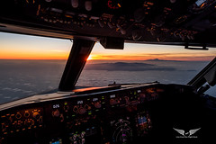 Approaching Gran Canaria in a super clear evening, with Mount Teide clearly visible in the background, standing strong at 12,198ft above the sea level (gc232) Tags: livefromtheflightdeck golfcharlie232 sunset cockpit teide gran canaria canary islands canaries canon g7x sun light clouds sea islas volcano pilots view airline airliner plane airplane aircraft jet boeing b737 b737ng b737700 b737800 b737900 737 737ng 737700 737800 737900 instruments fly flying altitude landscape
