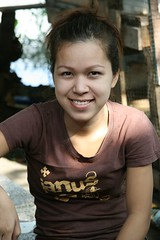 pretty young lady (the foreign photographer - ฝรั่งถ่) Tags: pretty young lady seated smiling khlong thanon portraits bangkhen bangkok thailand canon