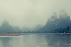 _62A3152 (gaujourfrancoise) Tags: china chine guangxi liriver rivièreligaujour guilin yangshuo karstlimestonepeaks picscalcaireskarstiques 20yuanticket billetde20yuans brouillard fog mist