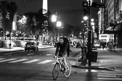ciclista na viamonte (renanluna) Tags: homem man noite night rua street monocromia monochromatic pretoebranco blackandwhite pb bw buenosaires argentina ag fuji fujifilm fujifilmxt1 xt1 35mm fujinon35mmf14xfr fujinon renanluna