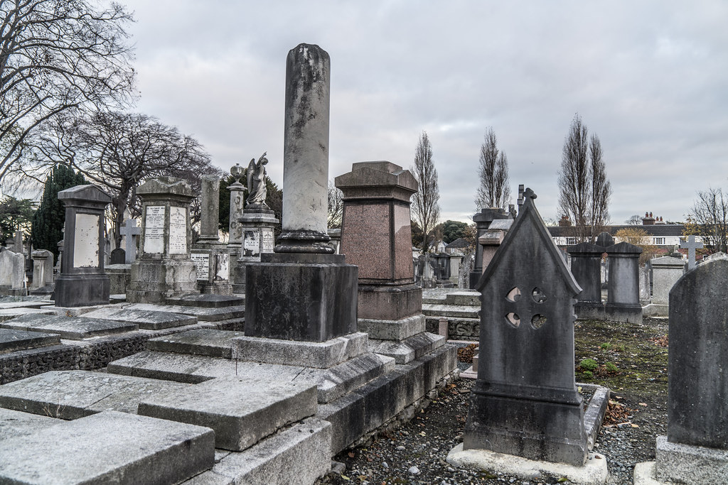 MOUNT JEROME CEMETERY IS AN INTERESTING PLACE TO VISIT [IT CLOSES AT 4PM]-134352