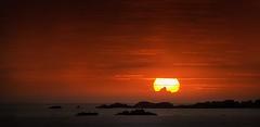 A Sunset to Remember (Juan Figueirido) Tags: sunset sunsets puestadesol postadesol solpor carnota playadecarnota bocadorío galicia costadamorte costagallega costagalega