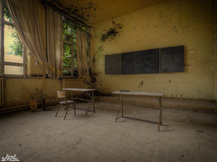 Green School (-JPL-) Tags: dust lost found abandon forgoten old belgium abandoned urbex urban exploring decay neglected forgotten weathered rusty rust hdr olympus omd em5ii em5markii school room