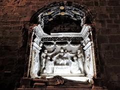 Monasterio de Veruela - Sepultura del abad Lope Marco,1552 (Eduardo OrtÍn) Tags: sepultura alabastro monasterio veruela vera zaragoza aragón talla escultura renacimiento