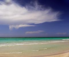 Caribbean dream (Robyn Hooz) Tags: cuba sand spiaggia mare horizon caribbean caraibi dream varadero green