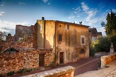 Les maisons de village (delphine imbert) Tags: roussillon village perche luberon provence lumière ocres couleurs chaleur architecture histoire rayon soleil