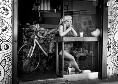 East End Chic (XBeauPhoto) Tags: bw bicycle bike bricklane beauty beret blackwhite cafe eastend fashion monochromatic monochrome patterns streetlife streetphoto streetphotography streetstyle window youngwoman