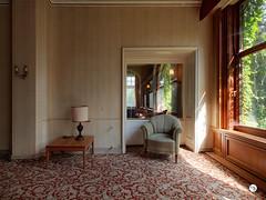 Hotel W. 7 (Moddersonne) Tags: lost place urbex verlassen abandoned decay verfall urban exploration hotel sessel