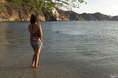 Manuela est encore à l'eau (Rosca75) Tags: colombia colombie people lifestylephotography women beach sea seaside ocean oceanside
