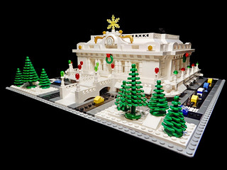 LEGO Grand Central Terminal Xmas 3/4 View 2