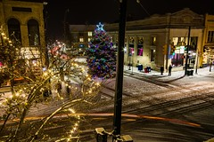 The view from above . . . (Dr. Farnsworth) Tags: thefranklin restaurant christmas tree front cass timeexposure people cars traversecity mi michigan fall december2017