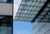 Begegnung (Sockenhummel) Tags: kranzlerkarree kurfürstendamm dach himmel berlin glas graphisch fuji x30 fujix30 haus gebäude hochhaus glasdach