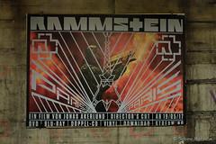 Rammstein im Berliner Untergrund (Sockenhummel) Tags: plakat rammstein ubhfwalterschreiberplatz werbung ubahnhof bahnhof wand mauer wall musik film fuji x30 berlin flake paris