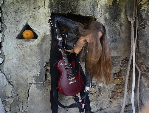 Veronica Allioni 🌺  📷 ] ; ) :::\☮/» http://www.elettrisonanti.net/galleria-fotografica @allioni_ver #arte #sottosuolo #dark #musica 🎥 #elettritv 🎸#Veronicaallioni #model  #nude #underground 🎶 #modella #bie