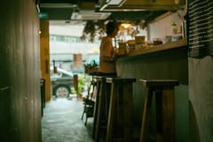 神經餵飼 (kelvintkn) Tags: 50mm analogefex asia cafe camera city colour daylight digital evil f14 femount fullframe hongkong indoor leica leicasummiluxm50mmii lightroom mmount manualfocus mirrorless people priceedward primelens sharpener sony sonya7r streetphotography summilux urban