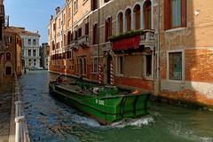 Venice : Rio di Noale / Ca' Gottardi (Pantchoa) Tags: venise italie canal rio rionoale péniche eau façades architecture bateau nikon d7100 cagottardi grandcanal palais navigation transport