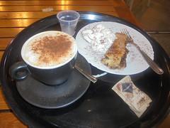 189 (en-ri) Tags: cappuccino fetta torta slice cake panna sony sonysti cannella bustina zucchero bar