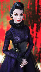The Queen of Everything (Suburban Tabby) Tags: thequeenofeverything evilqueen snowwhite agnesvonweiss fashiondoll fashionroyalty integritytoys fashionfairytale convention 2017