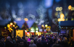 Busy market (Dhina A) Tags: sony a7rii ilce7rm2 a7r2 smctakumar 50mm f14 smctakumar50mmf14 8blades prime m42 bokeh market stall christmas busy