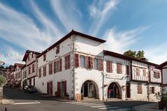 BASTIDE CLAIRENCE-105 (MMARCZYK) Tags: rouge pays basque france nouvelleaquitaine pyrénéesatlantiques bastideclairence 64 architecture vernaculaire colombage bastide navarre