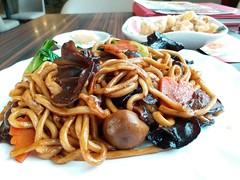 Vegetarian Fried Noodles (阿Dex) Tags: noodles friednoodles ramen vegetable mushroom carrot food yummy penang malaysia dragoni