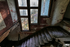 Never coming down (Abandoned Rurex World.) Tags: manoir abandonné abandon hdr 2017 urban urbex mga explored abandoned mansion manor lost place old vintage decay derelict ue exploration urbaine canon 1022mm 70d forgotten home memento mori