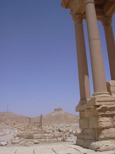 Palmyra (Tadmor), Tetraphylon an der Kreuzung Kolonnadenstrasse und Abzweig zur AgoraAurelian beendet.