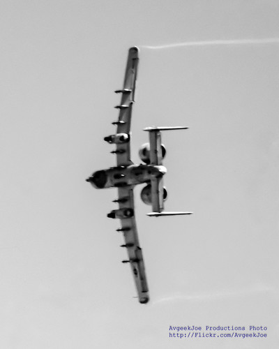 B&W of A-10 Warthog Pulling Vapes