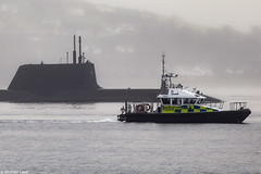 Unidentified RN nuclear powered Astute-class attack submarine with the Ministry of Defence 15m police patrol boat Lismore; Loch Long, Cowal Peninsula, Argyll & Bute (Michael Leek Photography) Tags: submarine nuclearsubmarine nuclear astuteclass astuteclasssubmarine attacksubmarine hmnbclyde lochlong loch police policeboat patrol patrolvessel patrolboat clyde fog mist rain weather scottishshipping westcoastofscotland westernscotland michaelleek michaelleekphotography ministryofdefence lismore faslane gareloch islandclass