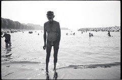 (The Smoker You Shoot, The Bather You Get) (Robbie McIntosh) Tags: leicamp leica mp rangefinder streetphotography 35mm film pellicola analog analogue negative leicam analogico blackandwhite bw biancoenero bn monochrome argentique dyi selfdeveloped filmisnotdead autaut candid strangers leicaelmarit28mmf28iii elmarit28mmf28iii elmarit 28mm bathers sea seaside tan fujineopanacros100 fujineopanacros fuji neopan acros man eyecontact ilfordilfoteclc29 ilfoteclc29 lc29 summer summertime hay mappatellabeach lidomappatella hat ny smoker