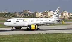 EC-MBF LMML 03-11-2017 (Burmarrad (Mark) Camenzuli) Tags: airline vueling airlines aircraft airbus a320214 registration ecmbf cn 3492 lmml 03112017