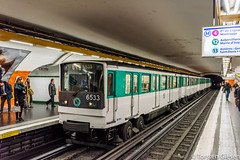 Paris_Montparnasse_Bienvenüe_RATP_Metro-Ligne6_MP73_6533_16112017_35mm (giesen.torsten) Tags: nikon nikond810 sigmaart35mmf14 ratp ubahn ligne6 mp73 métro métrosurpneu parismontparnassebienvenüe