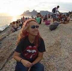 Pôr do Sol na Pedra do Arpoador - Rio de Janeiro (sarabatera) Tags: pedradoarpoador arpoador ipanema pedradoarpoadoripanema ipanemarj riodejaneiro rj sunset pôrdosol sol sun me myself beach people morrodoisirmãos pedradagávea