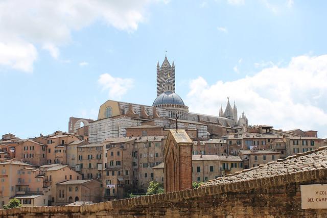 シエナとサン・ジミニャーノ小さな街めぐり(海外の村・世界の村を訪問できるオプショナルツアー)