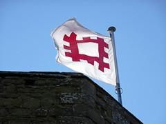 English Heritage flag at Stokesay Castle -- photo 1 (Dunnock_D) Tags: uk unitedkingdom britain england shropshire stokesay castle blue sky englishheritage flag logo