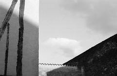 CANON EOS 3 Canon 75-300 FOMA 200 LC29 (Leinik) Tags: canon eos 3 75300 lc29 ciel mur urbain urban foma 200