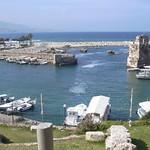 Byblos (Jbail), Hafen mit Resten der Befestigung aus der Kreuzfahrerzeit thumbnail