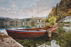 Remember a Day (u c c r o w) Tags: slovenia autumn sonbahar herbst sandal boat uccrow bled slovenian lake landscape nature reflection sky clouds europe trees forest water colors tree