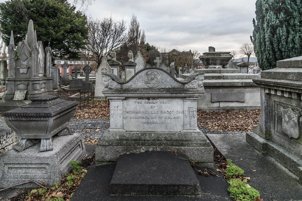 MOUNT JEROME CEMETERY IS AN INTERESTING PLACE TO VISIT [IT CLOSES AT 4PM]-134322