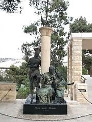 39 - Kakaskukorékolás szobra  / Socha - Svätý Peter in Gallikantu