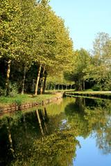 Miroir d'eau au canal de l'Ourcq (Frantce) Tags: canal ourcq reflet automne feuille