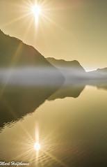 _Mit der Sonne gegen die Sonne (mark.helfthewes) Tags: sonne nebel bjerkreim kommune hofreiste rogaland norwegen spiegel licht