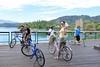 IMG_6947A (Ethene Lin) Tags: 日月潭 環潭自行車道 腳踏車 欄杆 團體照 背影